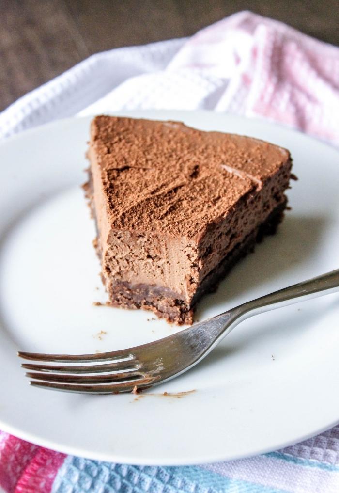 recette de gateau au mascarpone sans cuisson, au chocolat fondant avec une base de biscuits au chocolat