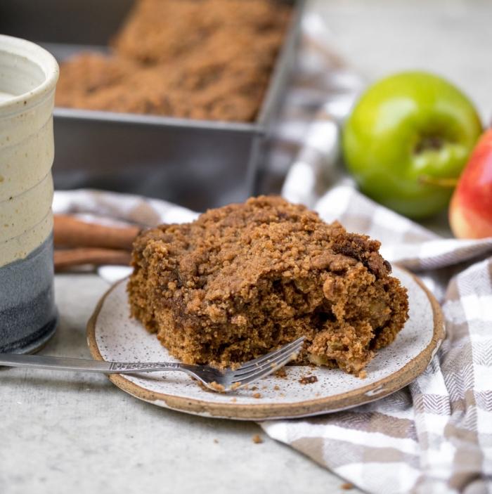 crumble végétalien aux pommes et aux épices, recette de gateau facile et rapide sans lactose et sans oeufs