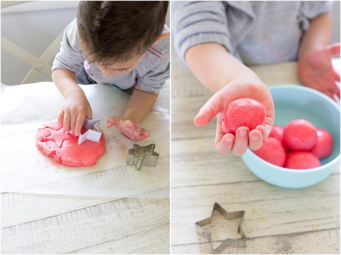 comment faire de la pâte à modeler facile et économique, recette express avec juste trois ingrédients, gelée jello-o à la fraise, fécule de maïs et eau