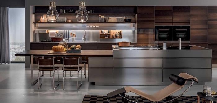 comment aménager une cuisine stylée avec credence inox, exemple de cuisine bois et gris, déco cuisine acier inoxydable