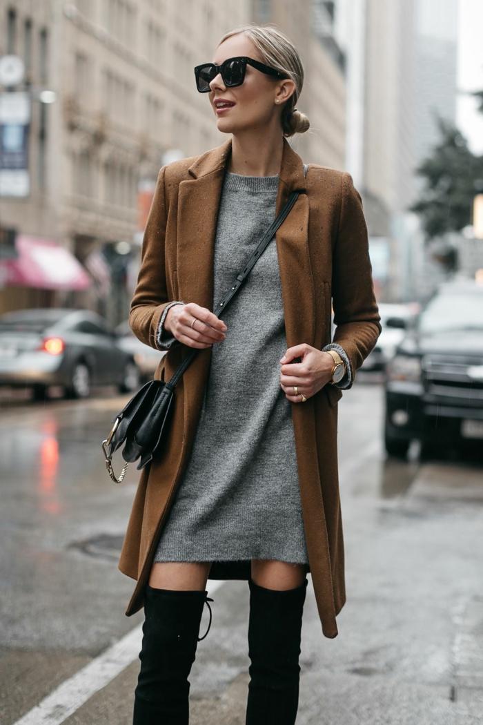 veste couleur tabac, robe grise, sac épaule, cuissardes noires, chignon bas lisse