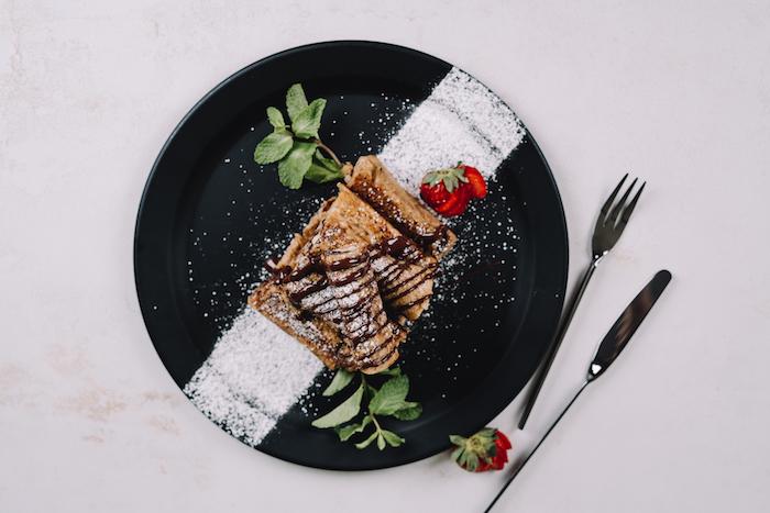 roulé pain de mie recette dessert ou petit dejeuner en roulé chocolat, banane, idee recette pain perdu