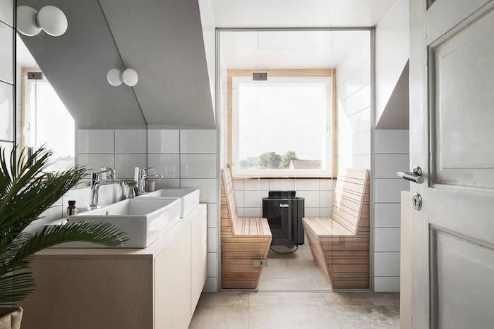 aménagement petite salle de bain mansardée style scandinave suédois avec sauna intégré et double vasque rectangulaire