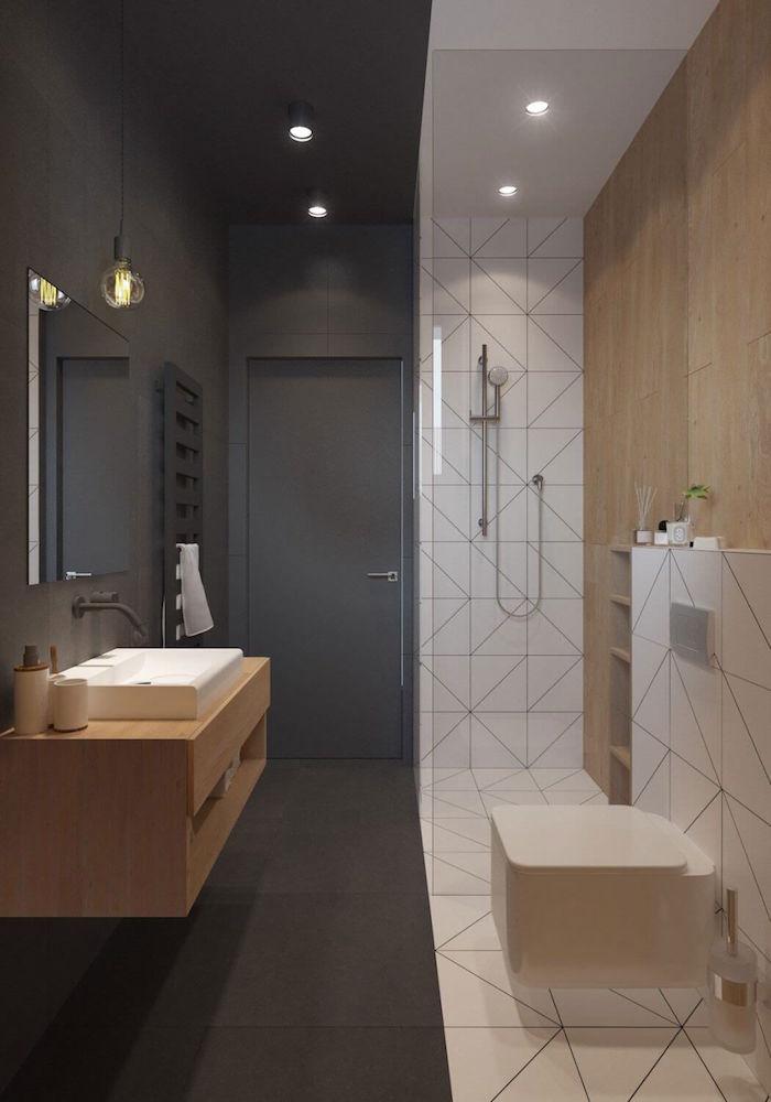 sdb scandinave bicolore gris anthracite et douche italienne avec carrelage mural blanc et mur en bois pour déco design suédois