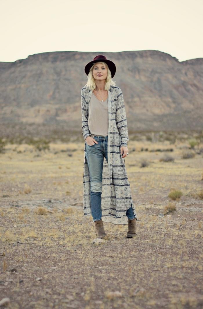 Photo de manteau fausse fourrure femme look bohème chic inspiration, grande gilet longue à motif tribal
