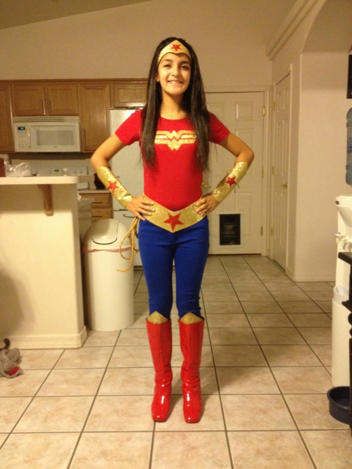 Wonder woman theme anniversaire adulte, idée pour le thème déguisement soirée parfait pour party