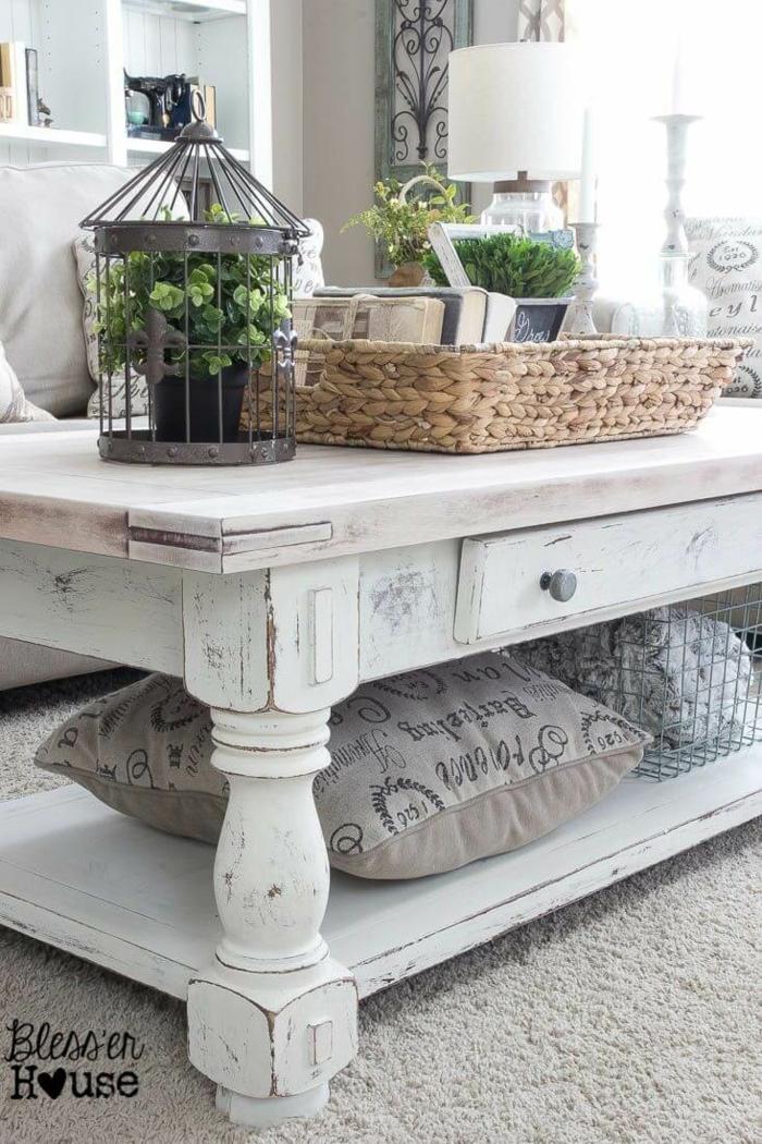 plateau de panier rustique, cage noire, panier rustique, pots de fleurs, table en bois peinte blanche, bibliothèque étagère