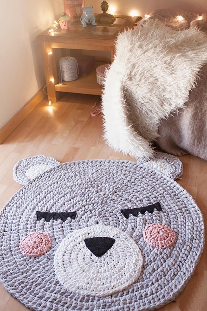 idée pour faire un tapis de jeu enfant en forme visage animale, modèle de tapis en crochet diy à design visage ours
