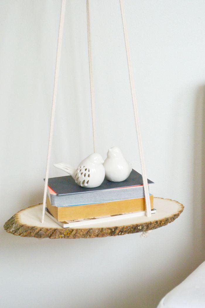 idée pour fabriquer votre table de chevet suspendue en rondin de bois brut et de la cordé pour suspendre
