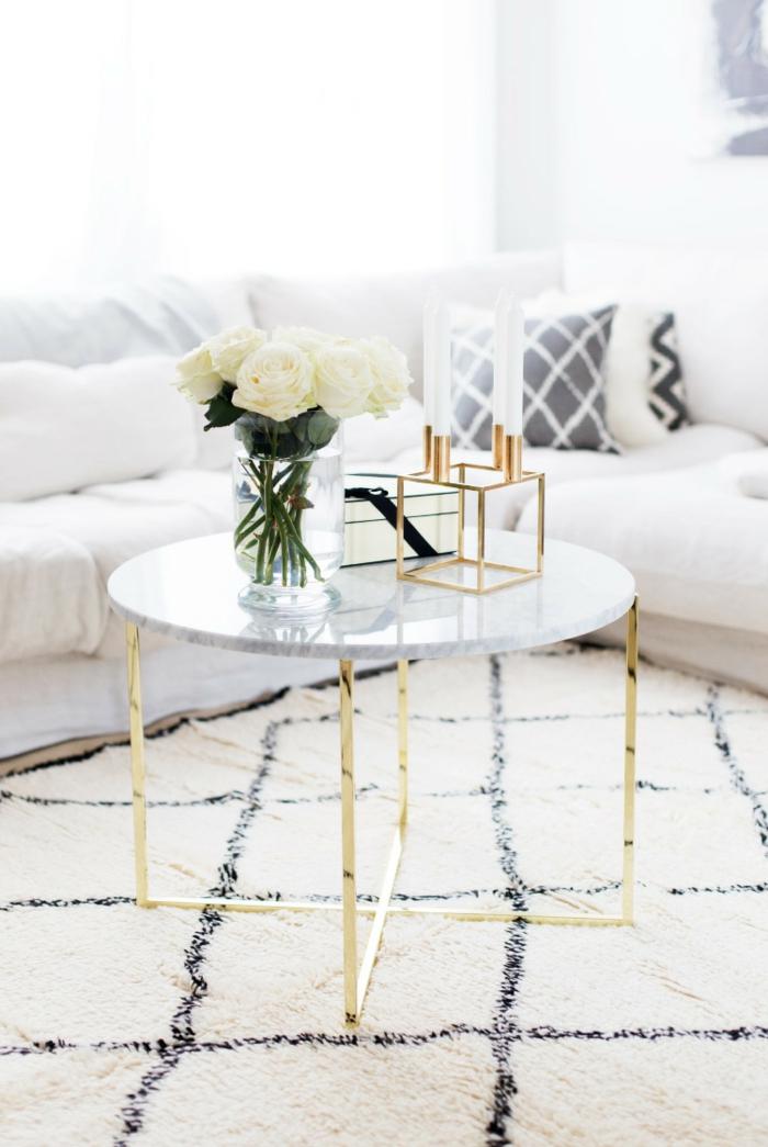 salle de séjour style scandinave, tapis géométrique, sofa d'angle, bougeoir cube scandinave, coussins géométriques