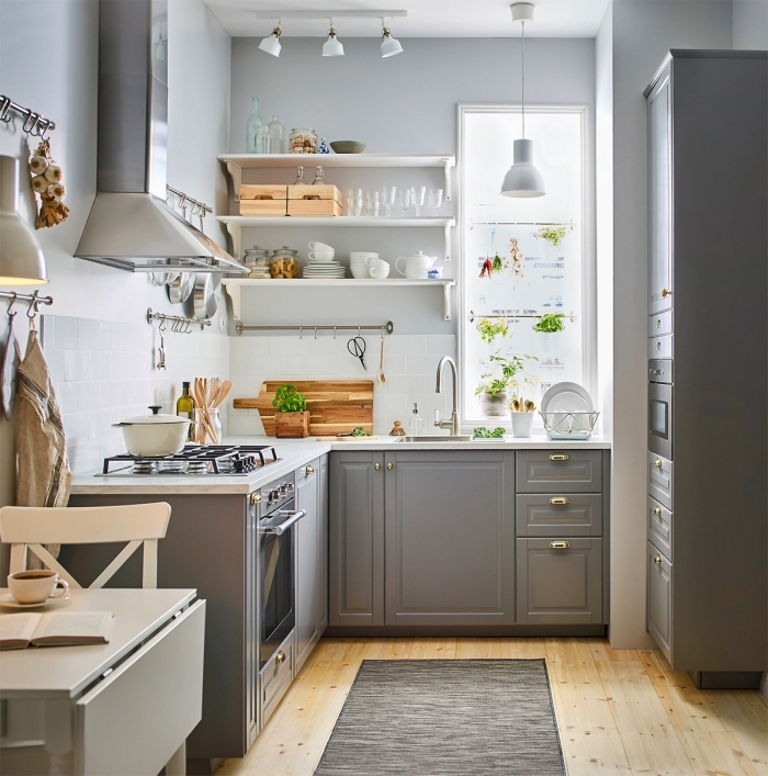 meubles de rangement cuisine, modèle étagère murale en blanc, idée peinture petite cuisine, modèle de cuisine en L