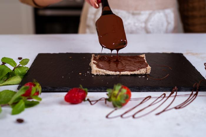 tartiner pain de mie de chocolat nutella, idee pain perdu brioche comme petit dejeuner simple et rapide