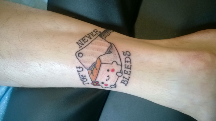 Symbole tatouage bras homme, tatouage minimaliste, symbole de tatouage cool idée