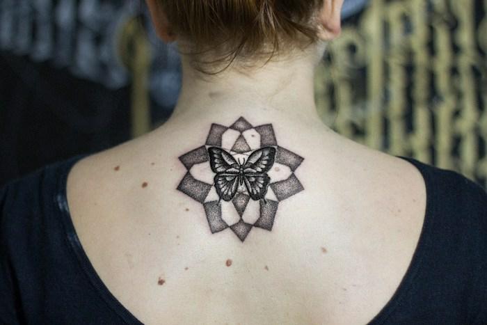 Tatouage commun couple, photo les plus beaux tatouages du monde image papillon dans rosette