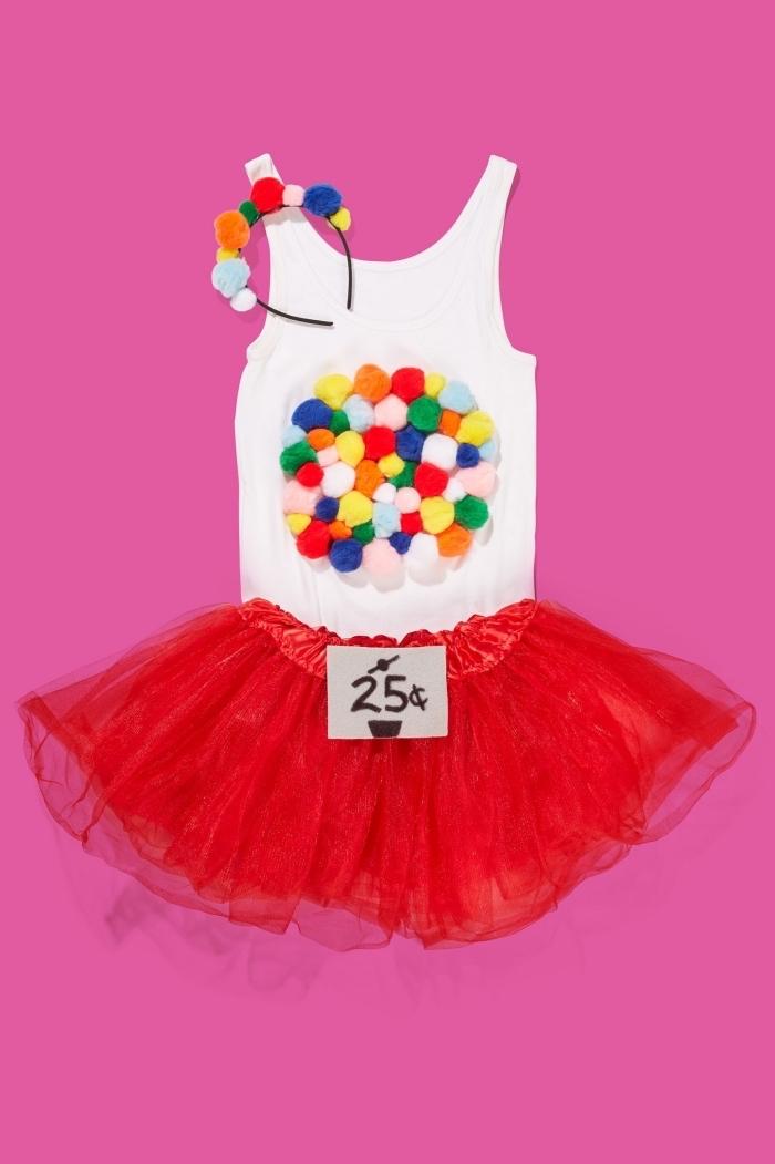 idée déguisement dernière minute avec jupe courte en tulle et débardeur blanc décoré de bonbon, costume machine à bonbons pour femme