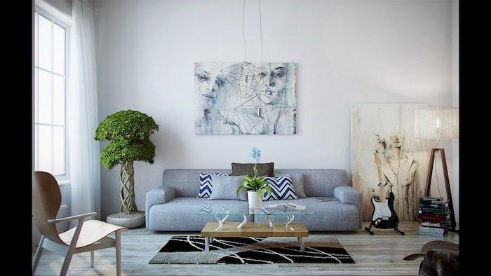 deco salon gris et blanc avec un bonsai arbre dans un coin, canapé gris, table basse bois, tableau d art en deco murale, chaise bois et parquet bois clair, murs blancs