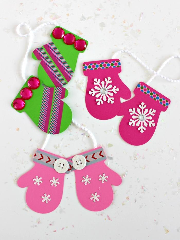 paires de moufles découpés en papier cartonné et décorées acec du masking tape et des boutons, activités manuelles noel à faire avec les enfants