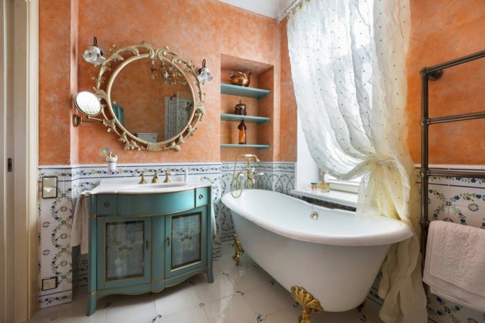 salle de bain aux couleurs contrastantes, grand miroir rond, baignoire asymétrique, miroir au cadre ornementé