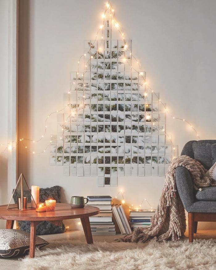 salon cocooning avec un coin de lecture sublimé par un sapin original mural fait de petites photos illuminées d'une guirlande led