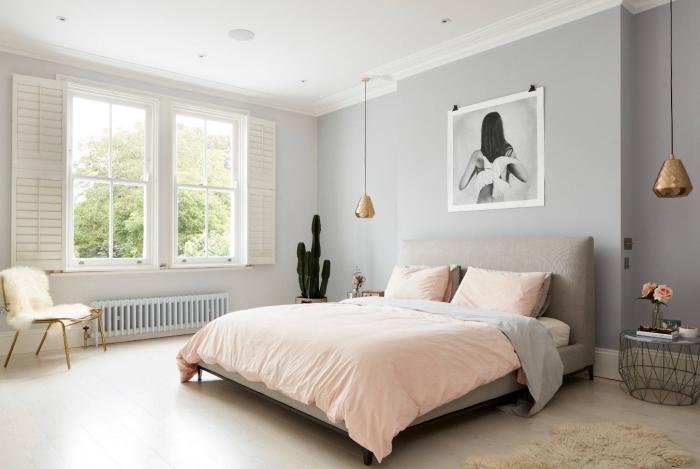 murs gris apus dans une chambre à coucher scandinave, idée déco cocooning avec housse chaise en fausse fourrure blanche