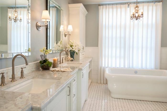 quelle couleur pour une salle de bain 2019, quelle couleur avec le gris, déco salle de bain aux murs vert pastel et carrelage blanc