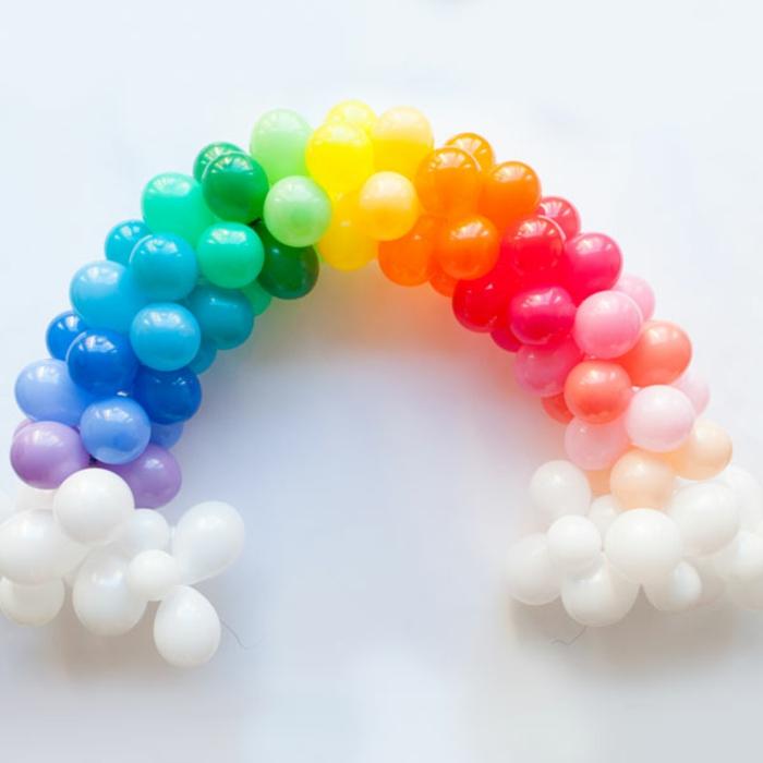 arche de ballons aux couleurs de l'arc en ciel, chaîne de ballons ronds latex gonflés à l'hélium