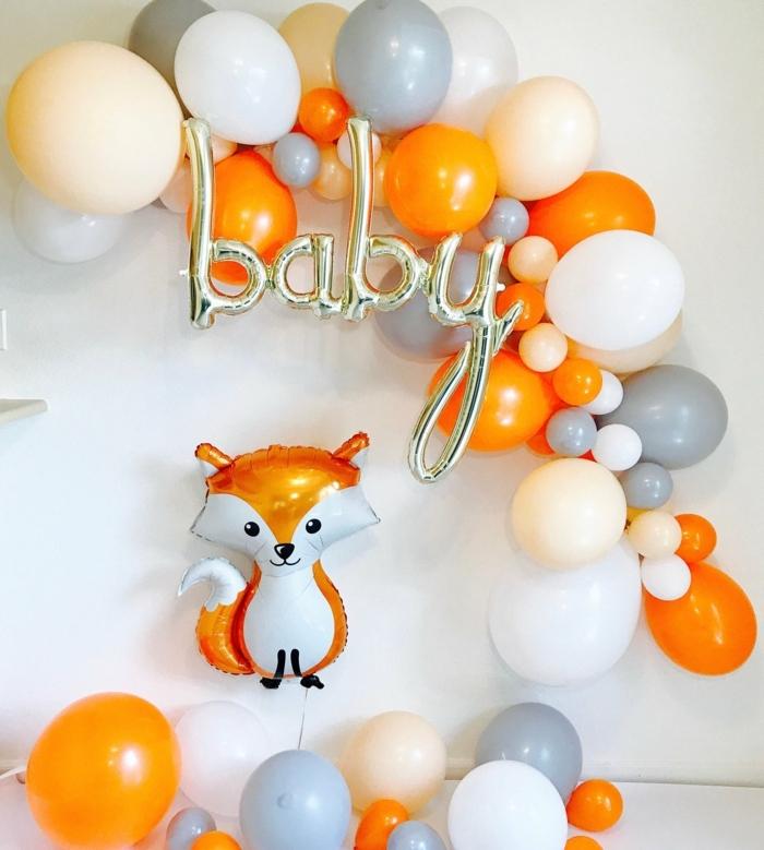 déco ballon bapteme, ballon renard amusant, ballons lettres, ballons ronds gris, oranges et blancs