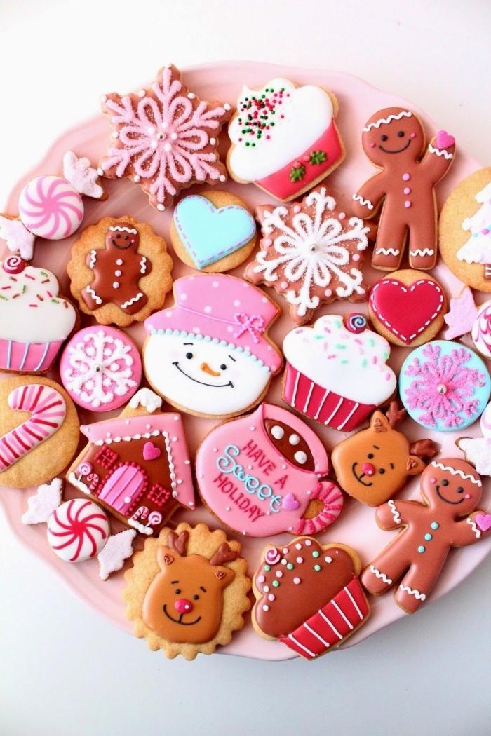comment décorer sablé de noel poudre d amande, glaçage royal avec colorant alimentaire, biscuits aux motifs noel