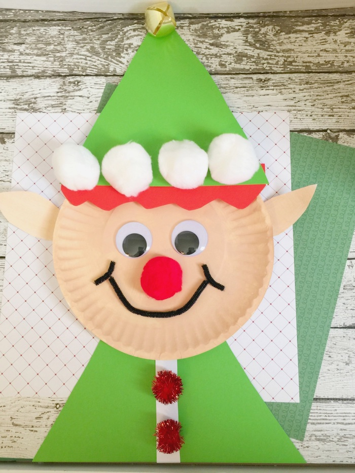 lutin de noel en assiette de papier avec deco de chapeau papier avec des boules de cotons pour decoration, des yeux mobiles, nez pompon rouge, bouche cure pipe