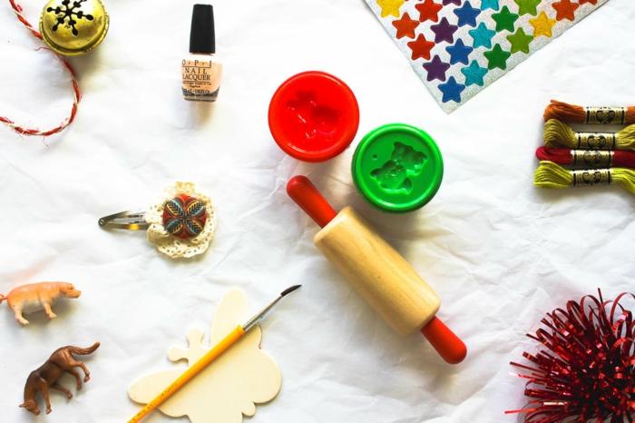 Comment fabriquer son calendrier de l avent, idée calendrier de l avent adulte, jouets et petites choses pour s amuser