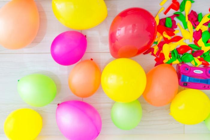 arche ballons de ballons multicolores gonflés d'hélium, décorer sa fête de guirlandes de ballons en latex