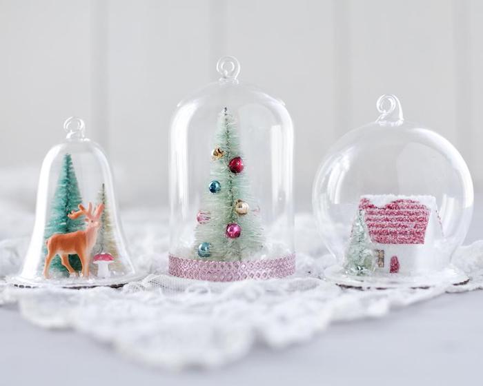 comment faire une boule à neige sous cloche avec des figurines sapin de noel, maisonnette et cerf, activité noel maternelle