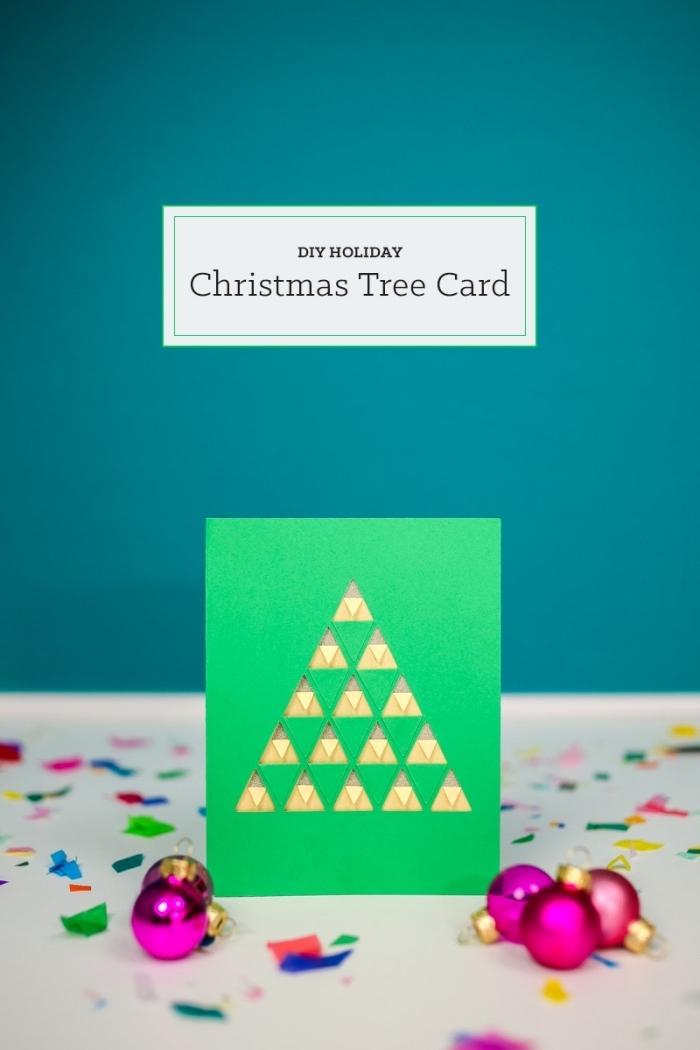 carte de noël à fabriquer en papier coloré, bricolage Noel facile avec papier, modèle carte voeux avec sapin découpé