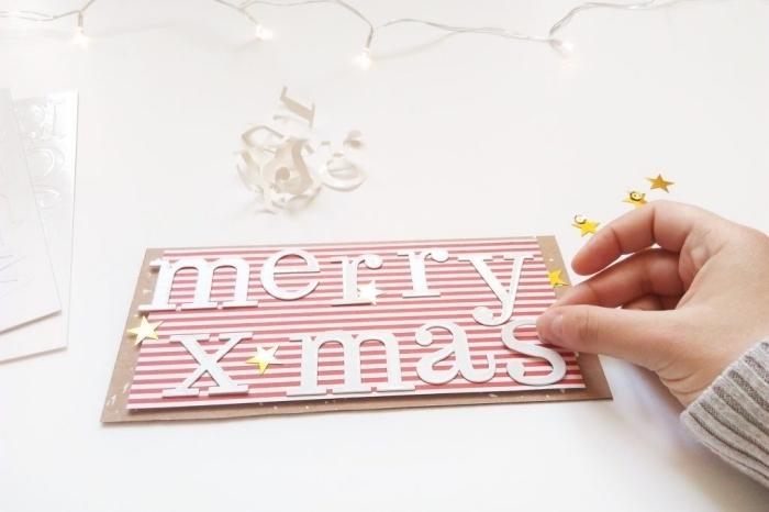 carte de voeux a faire soi meme, lettres joyeux Noël découpées de papier scprabooking, exemple carte DIY pour noel