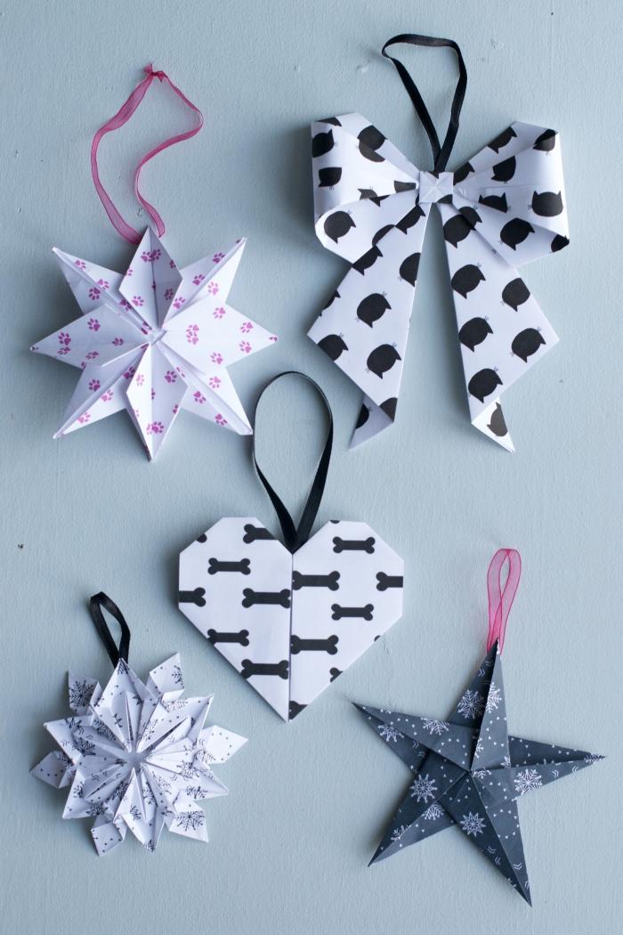 plusieurs modèles d'ornements de noël origami en papier imprimé scandinave à suspendre au sapin
