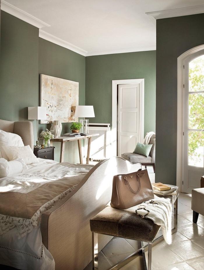 aménagement chambre vert d'eau ou vert gris avec plafond blanc, déco de chambre adulte en couleurs neutres
