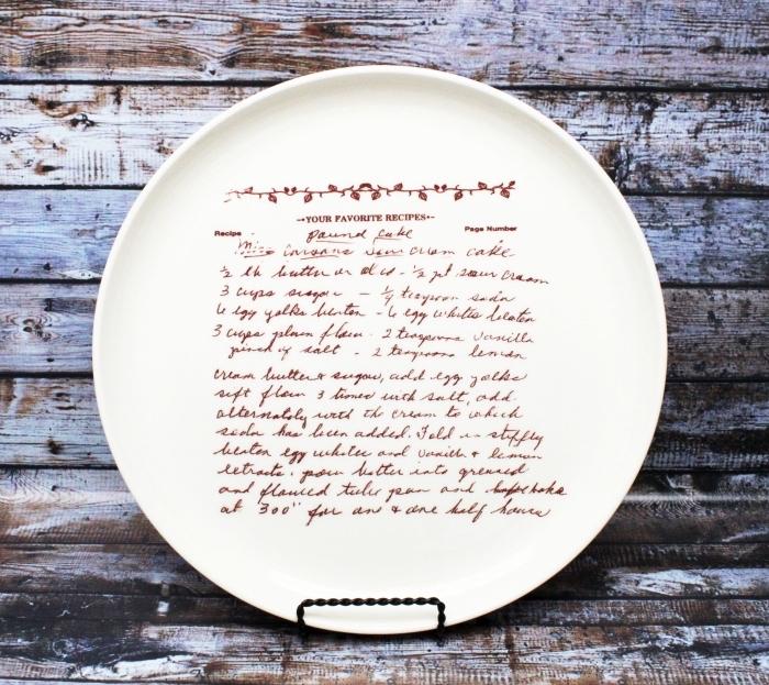 idee cadeau noel femme, modèle assiette ronde blanche avec recette, cadeau personnalisé pour femme qui aime cuisiner