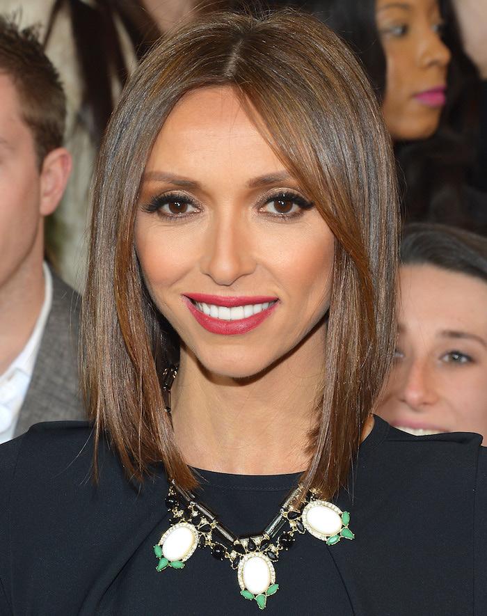 coiffure femme mi long aux cheveux lisses type carré symétrique marron clair pour femme avec yeux foncés et rouge à lèvres
