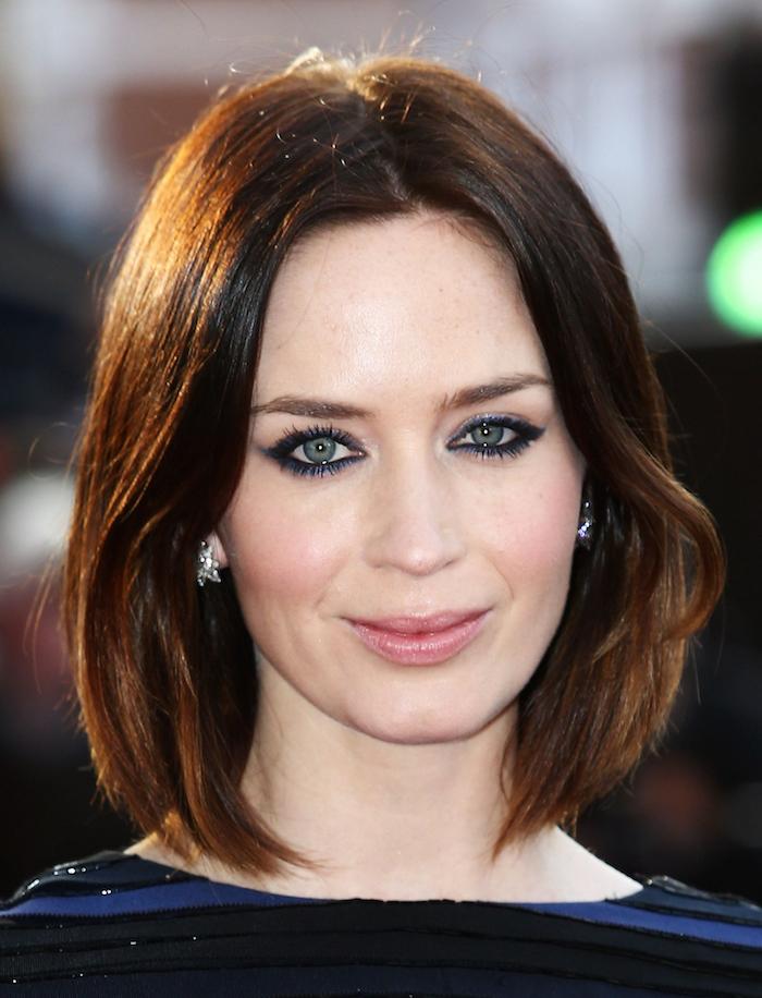 coiffure femme mi long carré en volume avec pointes ondulées couleur chatain brillant