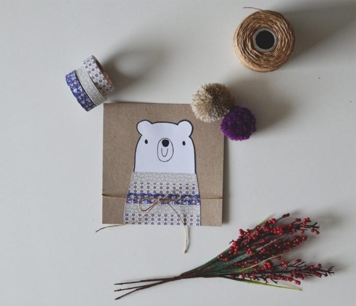 idée scrapbooking facile, carte de noel maternelle en papier kraft brun, modèle carte postale DIY avec dessins ours et déco en washi tape