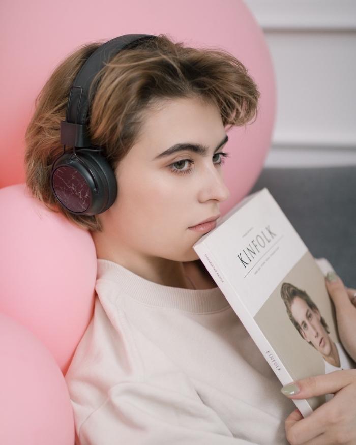accessoire ordinateur bluetooth, idee cadeau fille, modèle écouteurs sans fil, accessoires périphérique high tech
