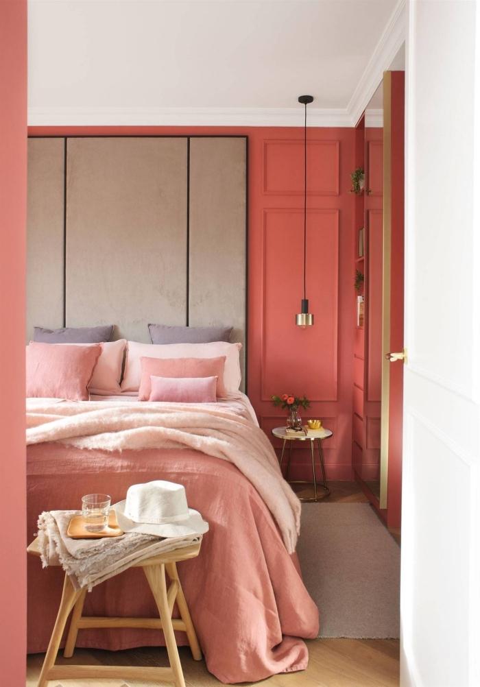 coloris rouge pinot dans une chambre fille, déco cozy et romantique avec coussins en couleurs rose et orange pastel