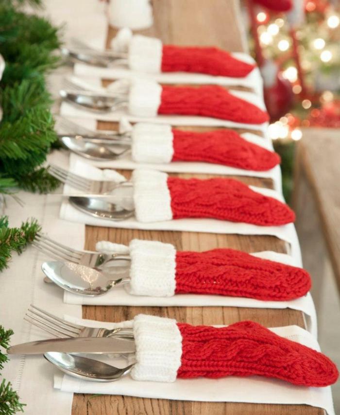 chaussettes de noel au tricot pour les ustensiles table en bois decoration lumineuse noel deco de noel a faire soi meme