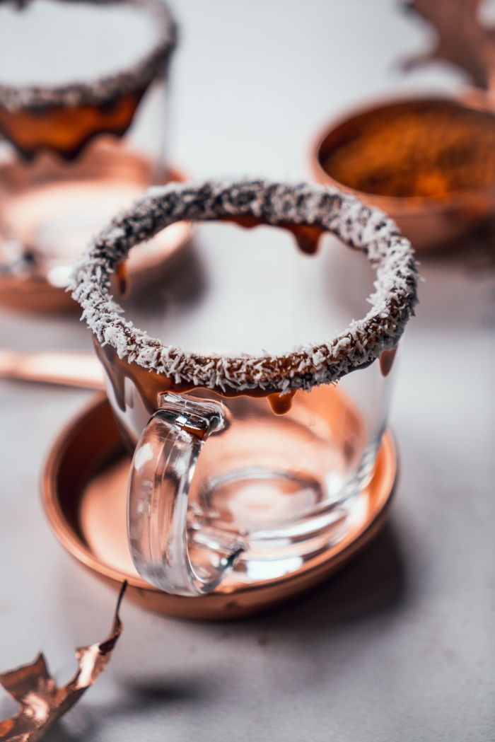 technique de décoration de verre pour chocolat chaud facile, exemple comment décorer un verre pour boisson chaude