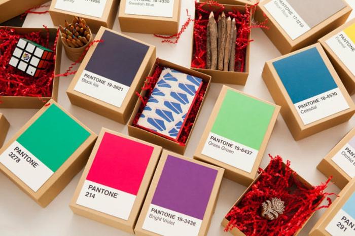Calendrier de l avent fille idées quoi mettre dedans petits cadeaux pour patienter pantone couleurs