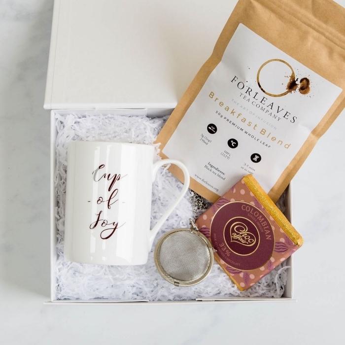 boîte surprise sur le thème thé, cadeau de noel pour femme, boîte avec collection de the et accessoire collier thé