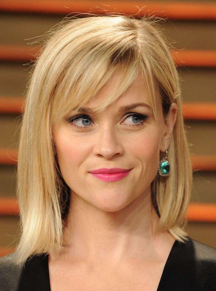 coiffure femme mi long type carré asymétrique blond yeux bleus et boucle d'oreille pierre turquoise
