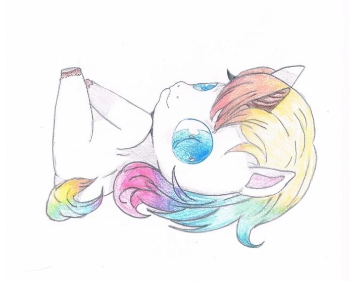 dessin kawaii licorne aux grands yeux bleus, allongée sur le dos avec une crinière aux couleurs de l'arc-en-ciel