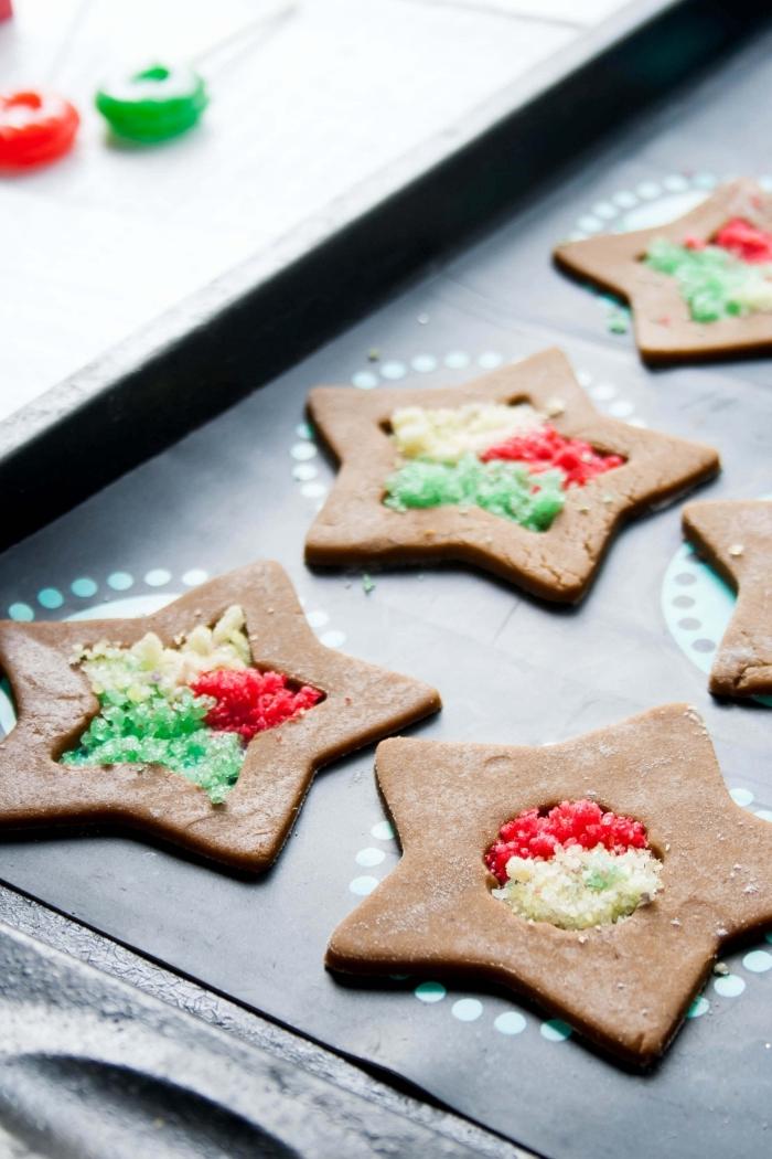 sable de noel facile et rapide, modèle de petit gâteau de noel à la cannelle en forme d'étoile, exemple art culinaire pour noel