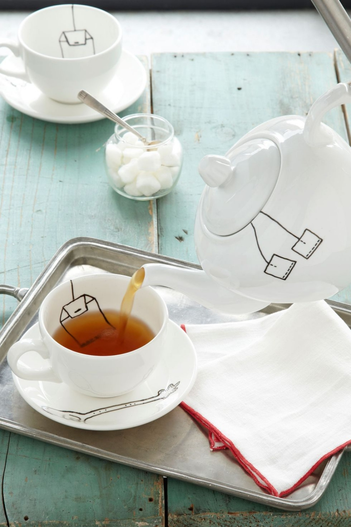 service de thé personnalisé avec dessins en marqueur, cadeau maman noel, feutre pour dessiner sur porcelaine ou céramique